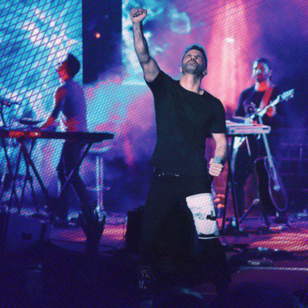 Sirvan Khosravi – Khaterate To (live)